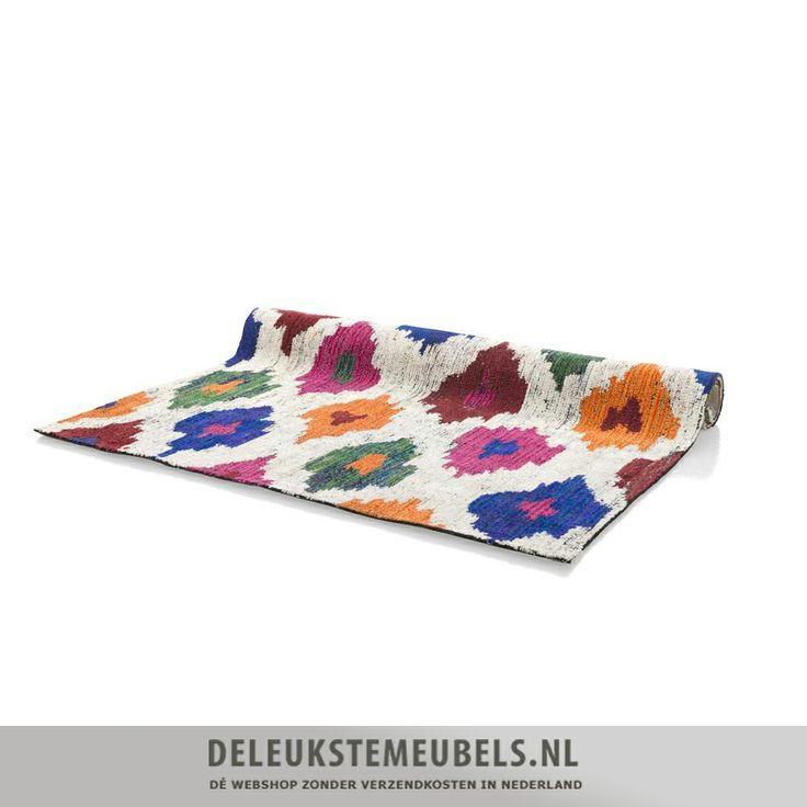 Dit hippe karpet Color Madness van het merk Youniq is een echte blikvanger! Het is gemaakt van handgetuft wol en polyester. Het brengt sfeer en is helemaal van deze tijd. De verschillende vrolijke kleuren fleuren je woonkamer lekker op. Het is natuurlijk super leuk als je nog wat kussens in de tinten van het karpet op je bank gooit. http://www.deleukstemeubels.nl/nl/color-madness-karpet-160x230cm/g6/p855/