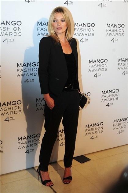 Kate Moss de negro, un look perfecto para una cena