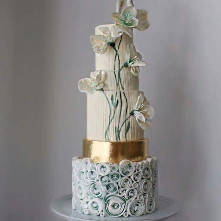 love the effect the different textures gives this wedding cake!