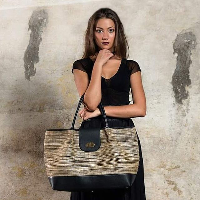 Amanti delle borse grandi? Eccovi Sophia!  Fall/winter collection #shopping #bags #talents #leather #handmade #passion #rootshandcrafted #fashion #fw1617 #collection #voguetalents #vogueaccessories #accessories #trends #love