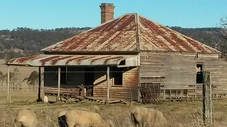 Lots of houses get abandoned in times of financial boom as farmers build new ones. Not sure of the case here... Glen Innes, NSW, Australia/Courtesy of: RedZed