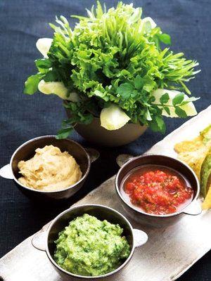 【ELLE a table】ディップ3種 野菜のブーケとトルティーヤチップス添え ワカモレレシピ|エル・オンライン