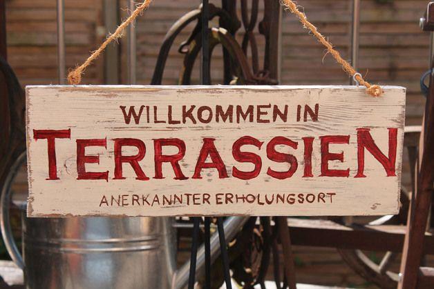 Ich biete hier ein wunderschönes Holzschild mit Aufschrift:*Willkommen auf Terrassien anerkannter Erholungsort* an. Das Schild passt sehr gut auf die Terrasse. *Die Farbe kann variieren.* Es ist...