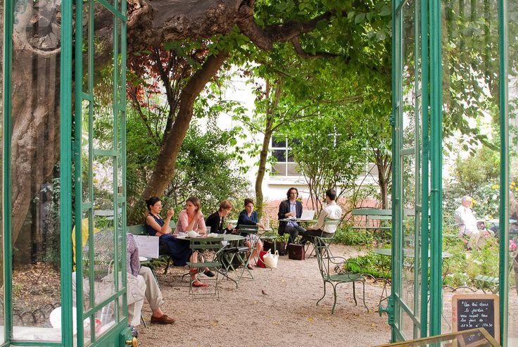 """Musée de la Vie romantique  Hôtel Scheffer-Renan  16 rue Chaptal  75009 Paris    Métro : Pigalle    Tél. : 01 55 31 95 67     Horaires d'ouverture :  de mi-avril à mi-octobre, du mardi au dimanche, de 11h30 à 17h30. """"Au fond du jardin du Musée de la Vie Romantique, se cache une serre, qui se transforme quand les beaux jours arrivent, en un plaisant salon de thé. Après la visite du musée, prolongez l'enchantement en vous offrant une dégustation à l'ombre des arbres du ravissant jardinet."""