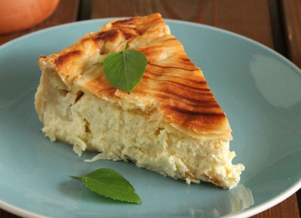 Εύκολη+τυρόπιτα+με+γραβιέρα,+κασέρι+και+τυρί+κρέμα