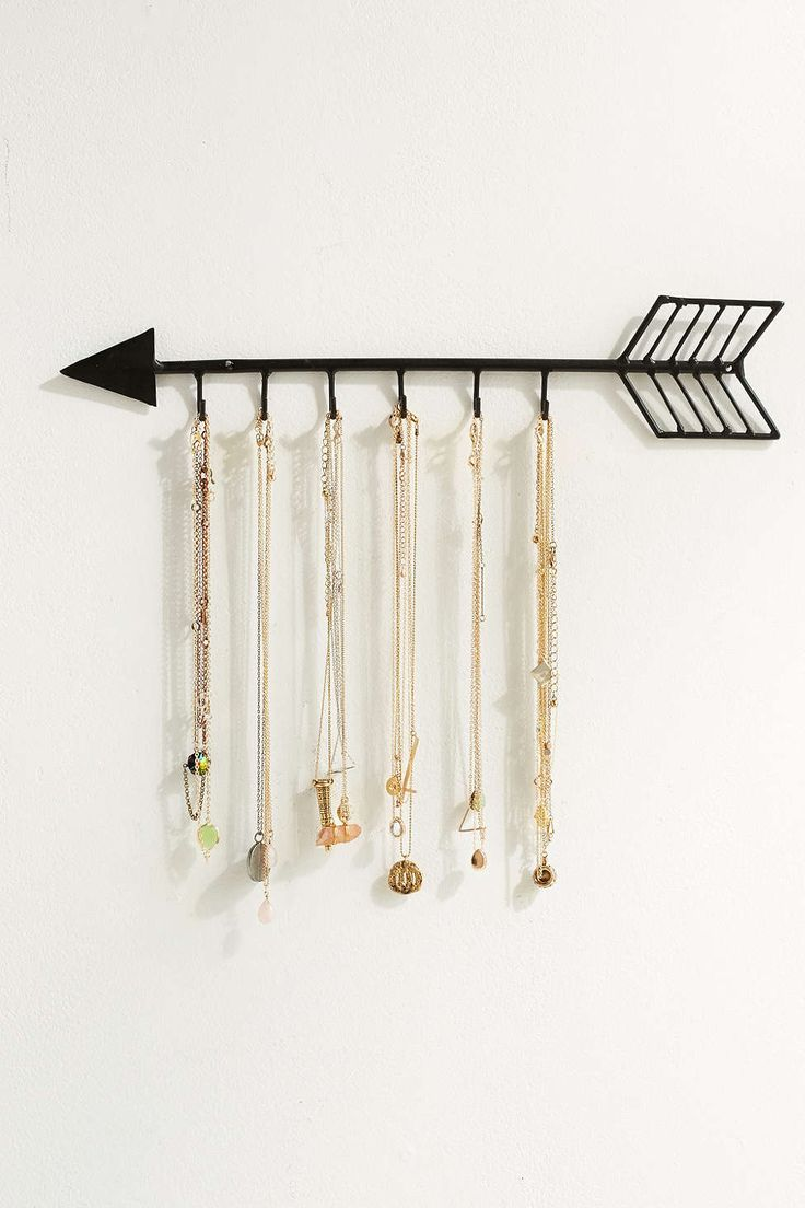 Arrow Necklace Organizer...Hubby can make me this with his welding skills :)