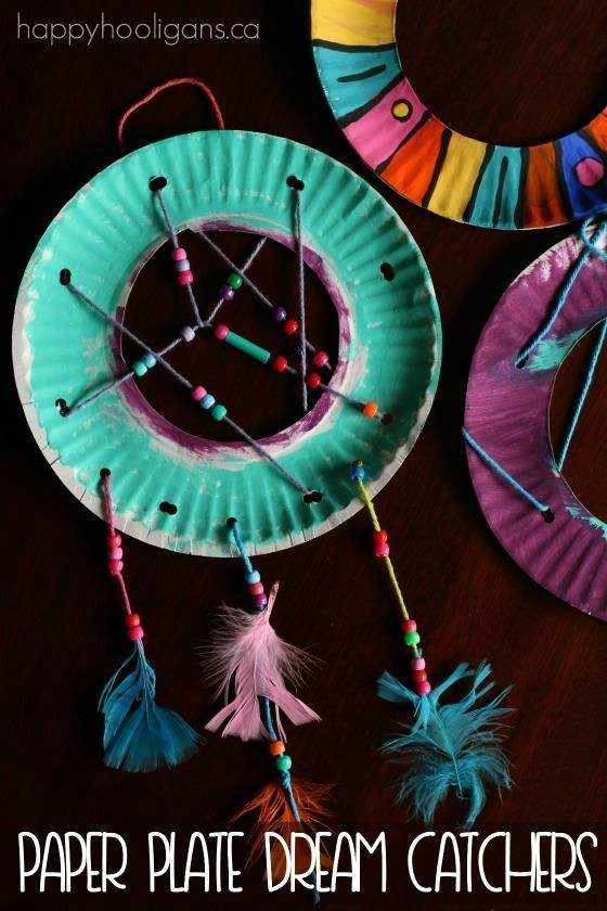 Paper Plate Dream Catchers.  Great for kids who experience bedtime anxiety, bad dreams, fear of the dark etc. - Happy Hooligans #craftforgirls
