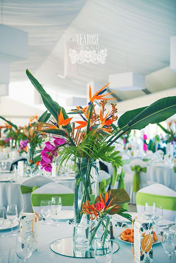 Trópusi esküvő - vendégasztal dekoráció