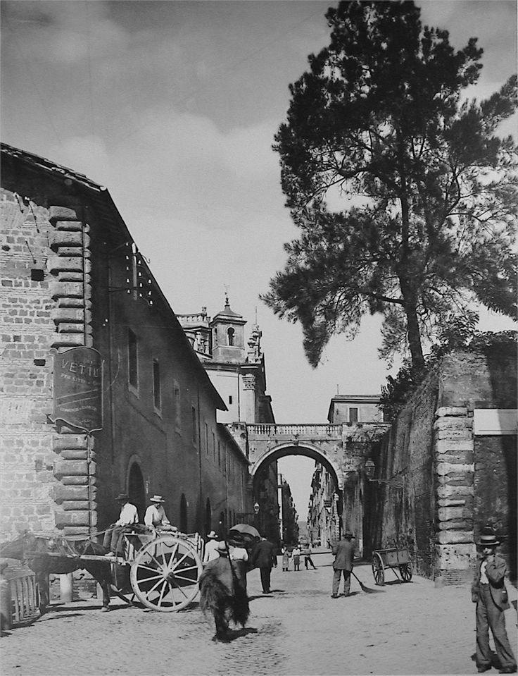 Rome, via Giulia, 1910