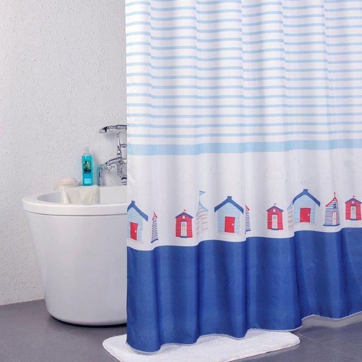 Lekfullt duschdraperi med tryckta strandhus i blått och rött på vit botten, ger ett ljust och lugnt intryck i badrummet som för tankarna till blått hav och morgondopp. Inklusive 12 ringar.  Plastringar medföljer.  Bildkälla: Redlunds Manufaktur