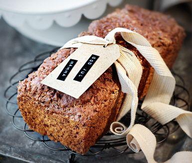 Lingon och filmjölk gör den här variationen på klassiskt vörtbröd smakrikt och saftigt. Bakpulverdegen gör att du slipper jäsning och det går fort från idé till nybakad limpa.