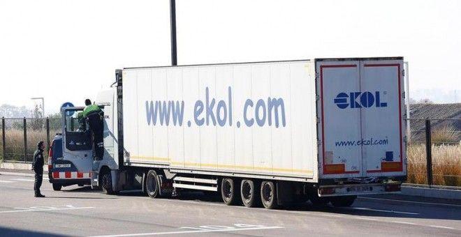 Los Mossos localizan a diez refugiados kurdos en un camión de Mango procedente de Turquía
