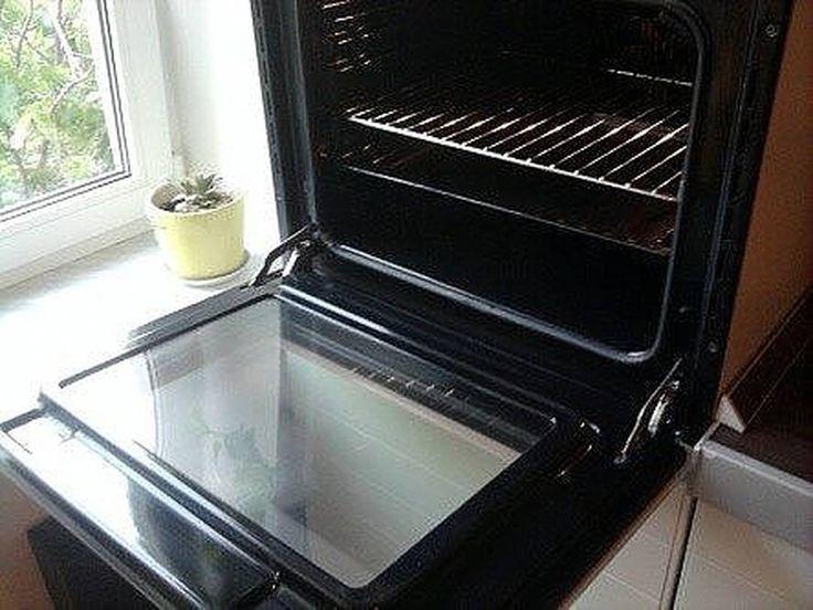 Как быстро и просто очистить духовку от нагара Материалы и ингредиенты: - ¼ ст. жидкости для мытья посуды - ½ ст. пищевой соды - ¼ ст. перекиси водорода - цедра лимона - 1 ст. л. уксуса - губка для мытья посуды - бумажные полотенца Инструкция: 1. Даже если речь идёт о многолетнем нагаре, простое средство поможет справиться даже с ним. Начать нужно с обычной мыльной воды и губки, которую обязательно часто ополаскивает. Это поможет избавиться от основной грязи. 2. Теперь смешиваем все…