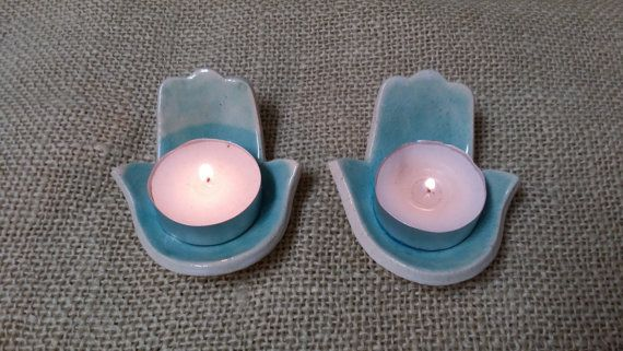 Pequeños candelabros de Hamsa manos por ornabareldesigns en Etsy