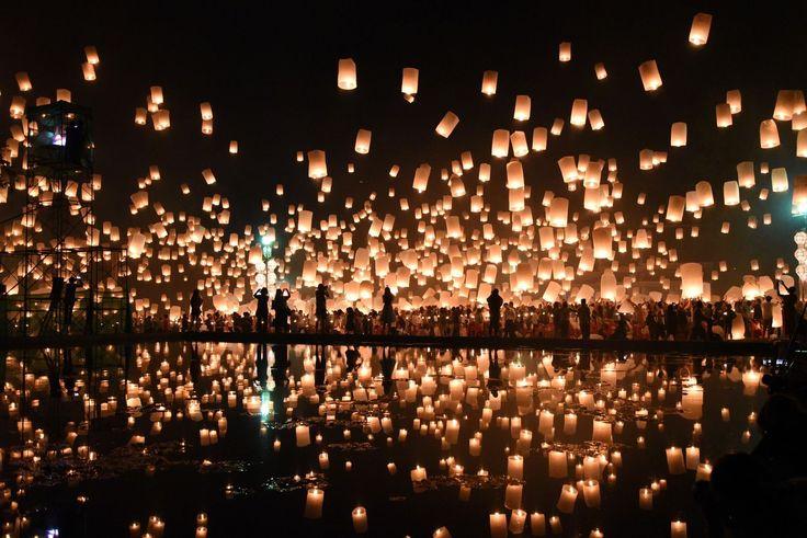 塔の上のラプンツェルのモデル!タイの「コムローイ祭り」が幻想的すぎる 2枚目の画像