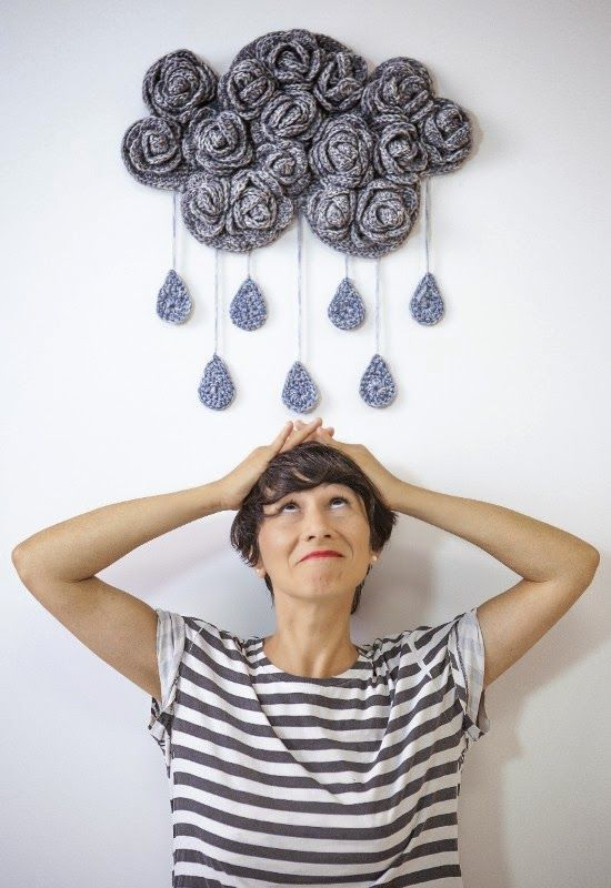 Rainy day crochet cloud. Free pattern. I need to make this! Blinking amazing, Spanish I think, but needed to share this, WOWEEE - thanks so for inspiring us xox