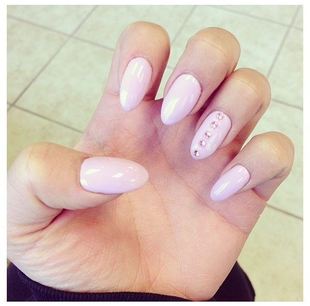 I really hate stiletto nails, but I LOVE the look of these!
