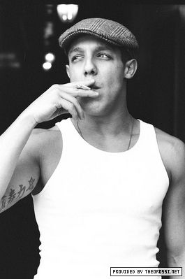Another smoking hot guy! Get it? - Theo Rossi - Juice  Sons of Anarchy  Oh yes!