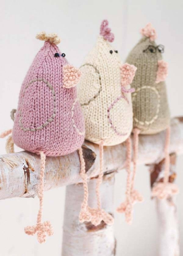 Hehehe! Knitted Chicken Easter Home Deco.