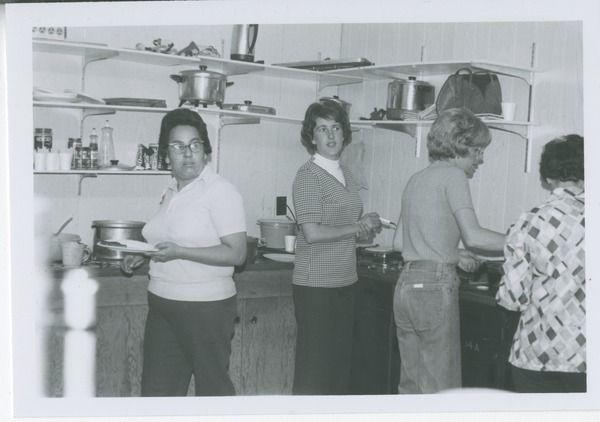 [Women in community kitchen] | saskhistoryonline.ca