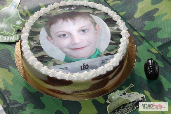 Vuoi portare avanti una missione top secret? Prepara una torta a tema militare con un disco personalizzabile con la foto del festeggiato!