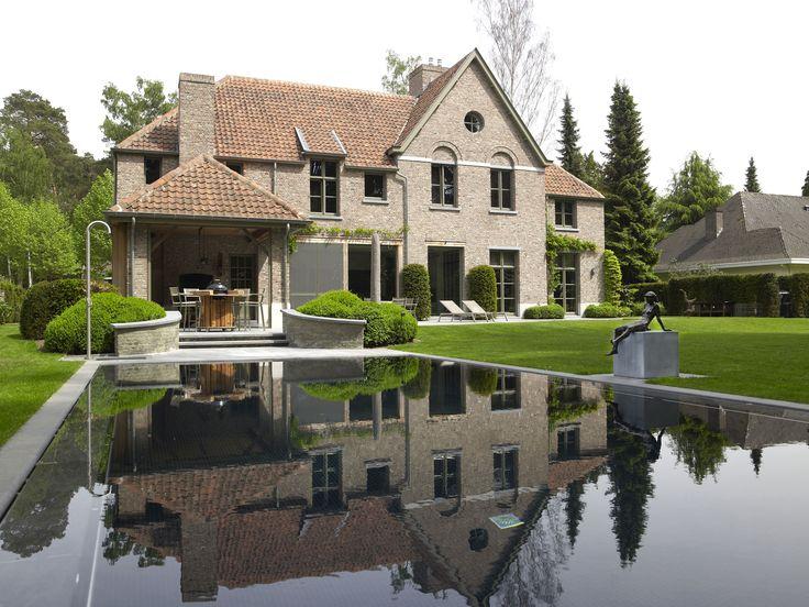 Overdekt terras met zelfde pannetjes als dak tegen huis