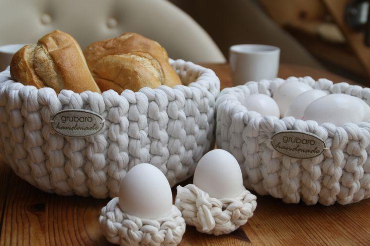 Eierbecher und Häkelkörbe aus Textilgarn