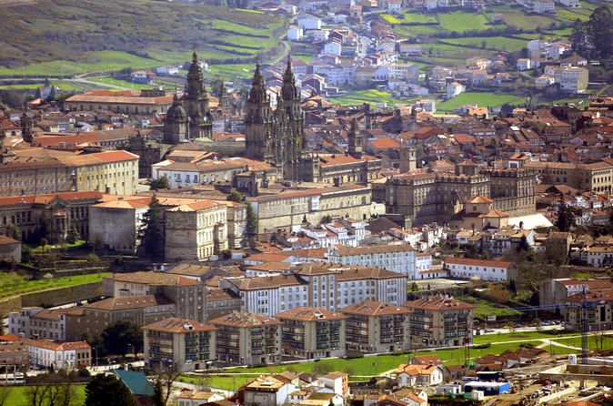 Full-Day Private Tour: Historic Santiago de Compostela from Lisbon Discover the historic city of Santiago de Compostela during this interesting and dynamic day trip from Lisbon. Experience the wonder of this traditional landmark of religious pilgrims, and visit the city's old town, a UNESCO World Heritage Site.You will be personally collected from your hotel in Lisbon at 08:00, and depart immediately for Santiago de Compostela. Arrive at 13:00 to experience the famous Pilgrim ...