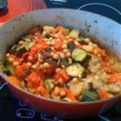 ROASTED VEGETABLES & CHICKPEA CROCKPOT: This easy, delicious, and healthy meal is done in advance. Serve with crusty bread and glass of wine. #vegetables #Crockpot