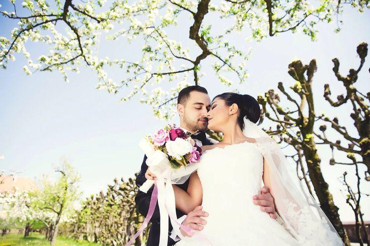 😍😍😍 #wedding #weddingart #wedding_day #weddingphoto #weddingphotos #weddingplaner #weddingplaning #weddingportrait #weddingphotographer #dugun #discekim #dugunhikayesi #dugunfotografi #canon5dmarkiii #cigdememir #chicvintageweddings #bridetobe #beautywedding #brideandgroom #bride #vscoturkey #igersmood #ig_mood #instagood #vscoaward #fearlessphotographer #igersmood #bnw_life #trashday