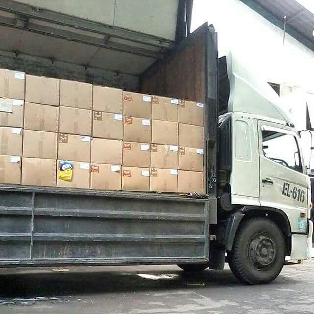 Unloading Process Our Customer..  #unloading #unloadingtrucks #customer #process #logisticsspecialist #logisticscompany #logistics #biskuit #cracker #nissin #indonesia #trucksofinstagram #vscocam #vscocamphotos #hdr #trucks #eurekatrucks #eureka #eurekalogisticscom #eurekalogistics