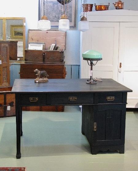 Musta jugend kirjoituspöytä 1900 - luvun alusta