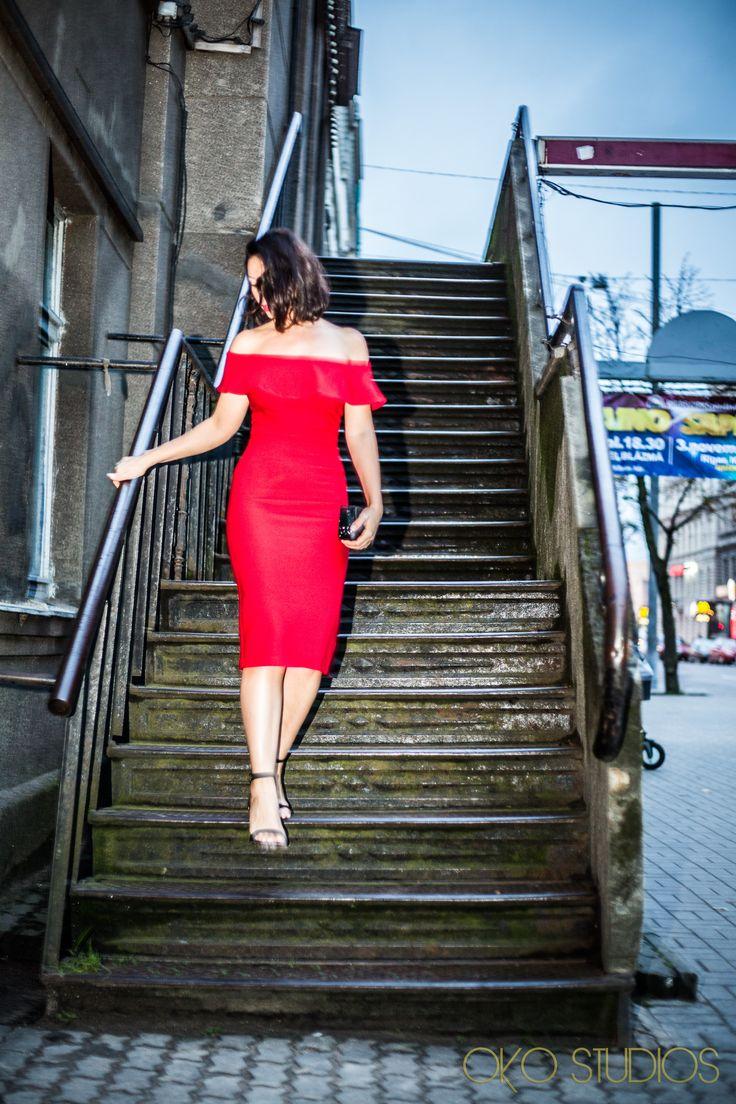 2016-10-09-latvia-riga-red-dress-15