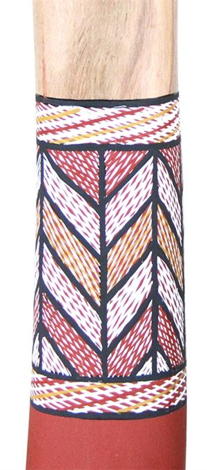 Dhapa Ganambarr Didgeridoo (2476) Key: D Length: 150cm Weight: 2.3kg Timber: Eucalyptus Stringybark Mouthpiece: Natural Timber 1st Toots F Mouth inner diameter 34mm Bell inner diameter 73mm