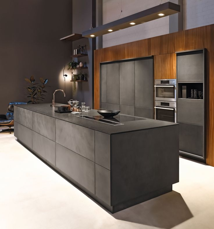 Küche: Boden Hinter U Form Einhellem Sandstein KH Küche: Beton Anthrazit /  Nussbaum Furniert KH Kitchen: Concrete Anthracite / Walnut Veneered