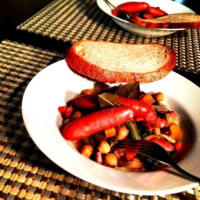 柔らかな酸味が私は美味しかったけど、お兄ちゃんは苦手みたい チョリソがあれば、チョリソでどうぞ♥ - 121件のもぐもぐ - Chickpea, sausage & spinach stew  ひよこ豆とソーセージ、ほうれん草のトロトロ煮 レシピ付⭐ by centralfields