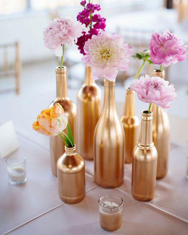 DIY : peindre ses bouteilles en verres en cuivre pour un centre de table original pour votre mariage  DIY: Paint your bottles in copper glasses for an original centerpiece for your wedding