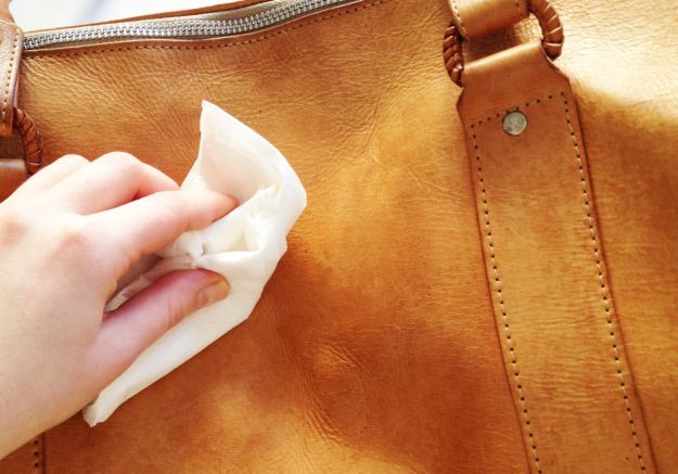 how to clean leather bag