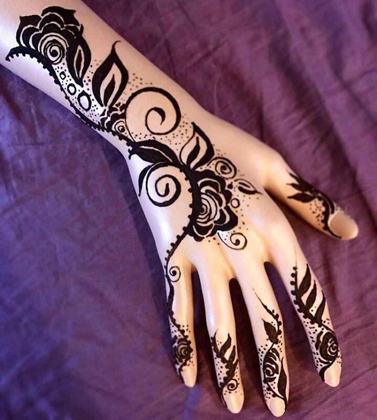"""На фото моя """"рука помощи"""", всегда готовая к любым экспериментам  #хна #мехенди #менди #красота #искусство #рисование #рисунокхной #творчество #розы #цветы #узоры #узорыхной #henna #hennaart #hennadesign #roses #waves #art #design #draw #drawing #simple #arabic"""