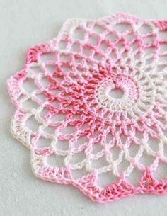 Shaded pinks doily: free easy level crochet pattern* ༺✿ƬⱤღ  http://www.pinterest.com/teretegui/✿༻