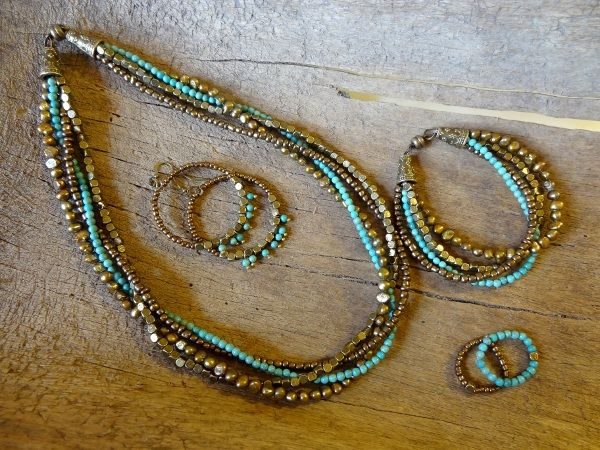 Fresh water pearl, magnesite and seed bead jewerly set