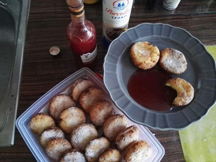 Túrófánk házi eper lekvárral /cottage cheese donut with homemade strawberry jam