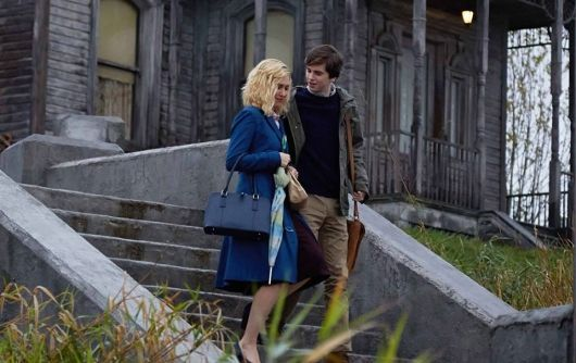 Bates Motel Season 3 Norma (Vera Farmiga) and Norman (Freddie Highmore)