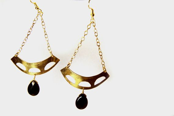 Boho onyx earrings. Brass with gold-plated chain and onyx tear drops.