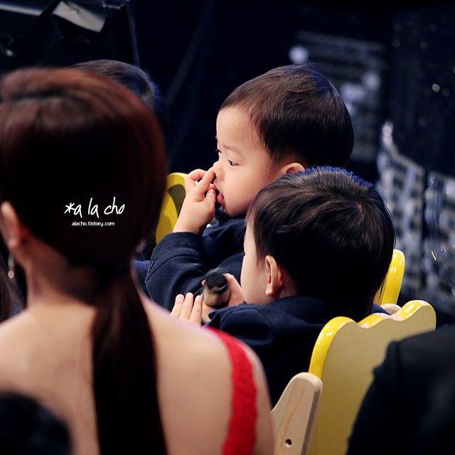 Minguk digging his nose ☺️ - KBS Entertainment Awards | 3doong2 Instagram Update