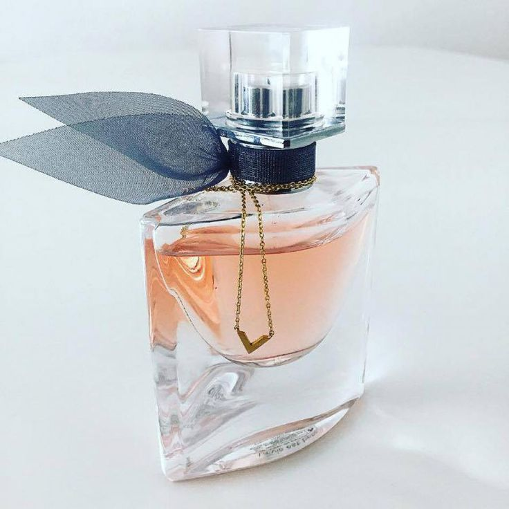 V is for VICTORY #hvisk #perfume #style #fashion #jewellery