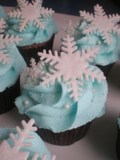 snowflake cupcakes. Super cute idea for a frozen or Christmas party food idea