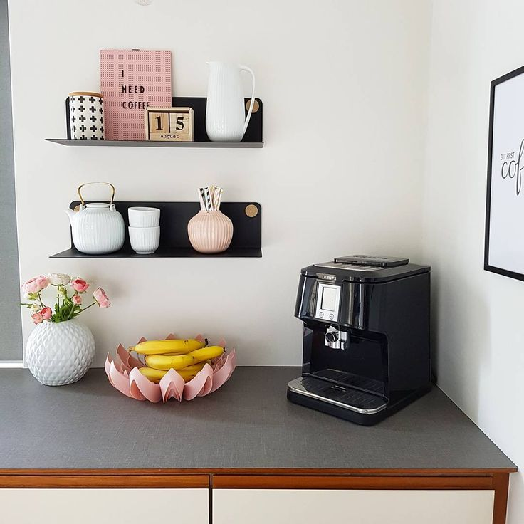 Morning coffee moment & pink Petals fruit bowl / Photo by @mrscarlissa