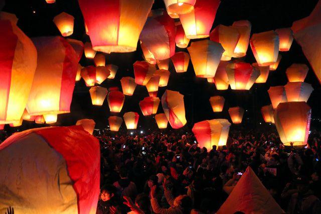 台湾各地でランタン祭り 「天灯」1200個、夜空彩る:朝日新聞デジタル