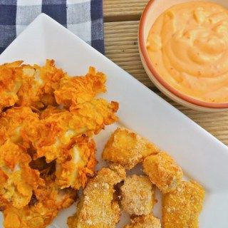 Op zoek naar een recept om zelf visnuggets te maken? Bekijk dan eens dit lekkere en simpele recept voor visnuggets met Griekse yoghurt. Eet smakelijk!